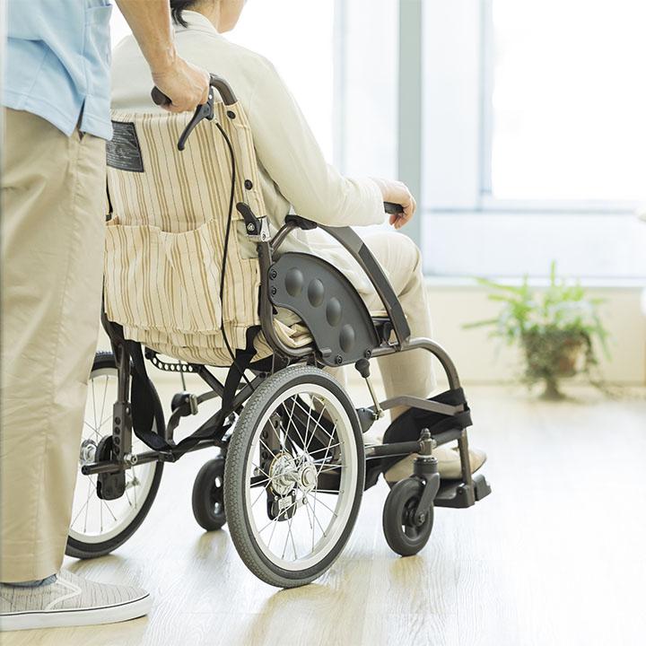 なぜ介護職は退職する人が多いのか